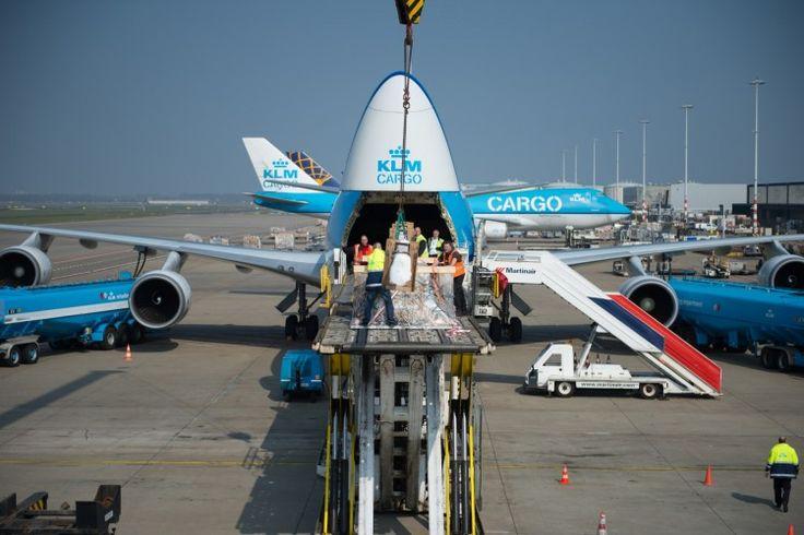 747 cargo unloading