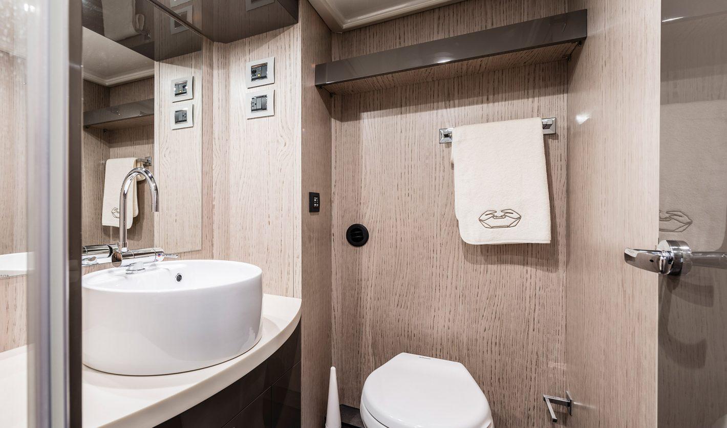 56 Master Head Toilet