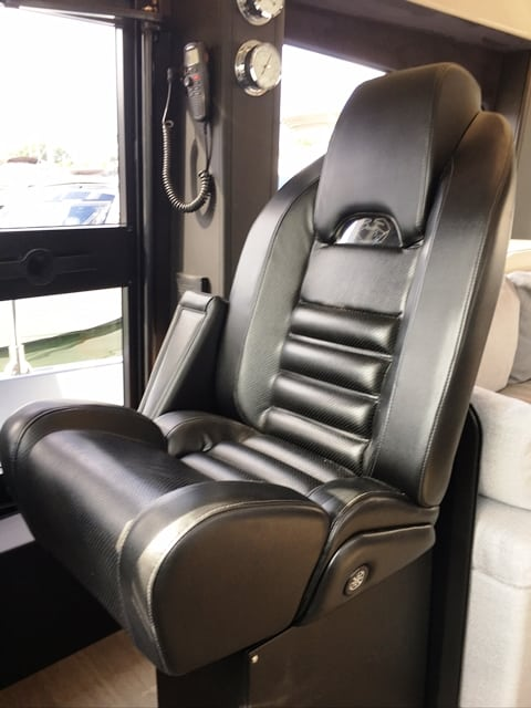 52 Helm Capt Chair